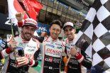 2年連続で優勝したフェルナンド・アロンソ、中嶋一貴、セバスチャン・ブエミ