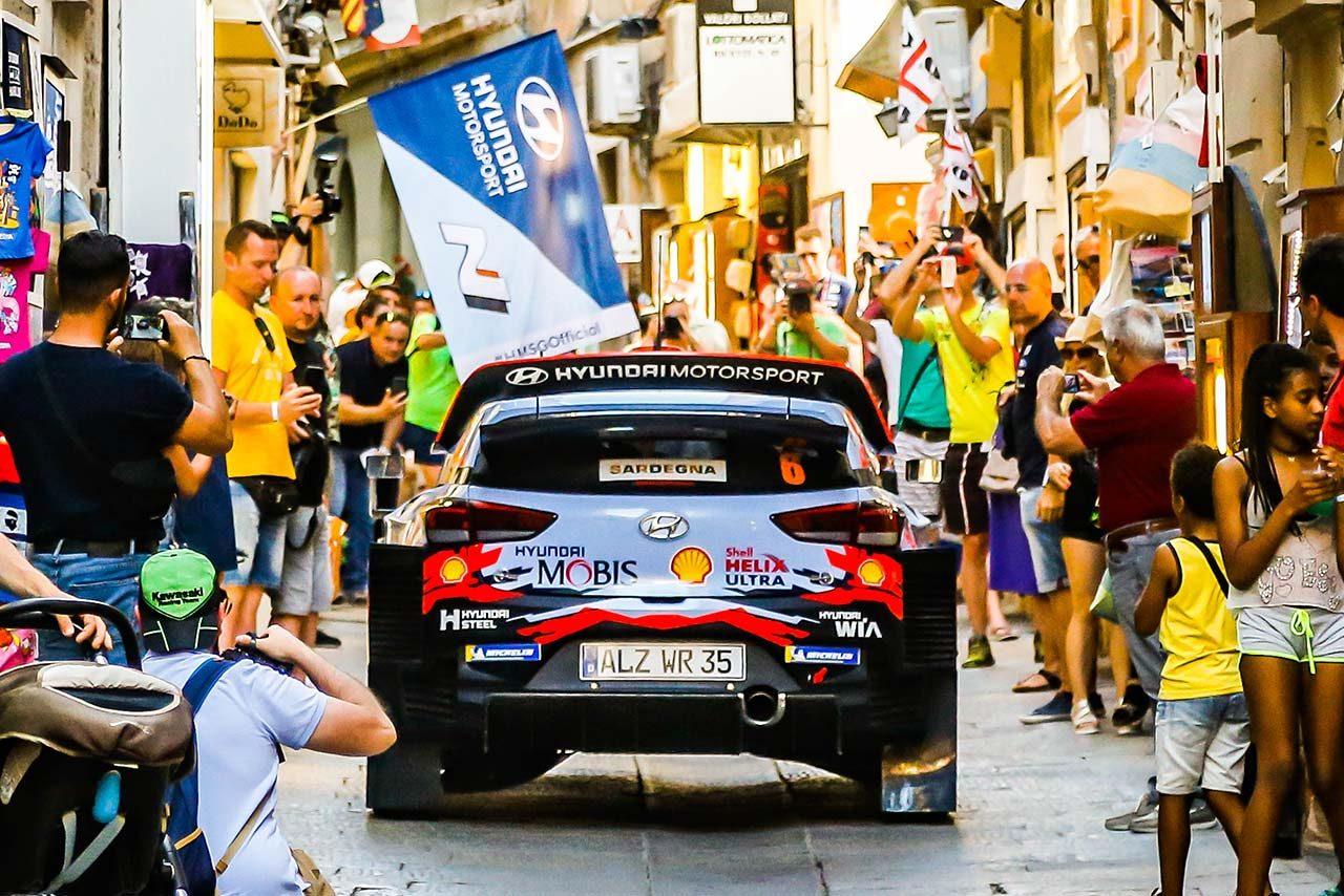 2019年のWRC第8戦イタリアを制したダニ・ソルド(ヒュンダイi20クーペWRC)
