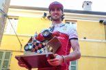 F1 | 【動画】アルファロメオF1のジョビナッツィ、ロレンツォ・バンディーニ賞を受賞。イタリアでF1マシンのデモ走行も