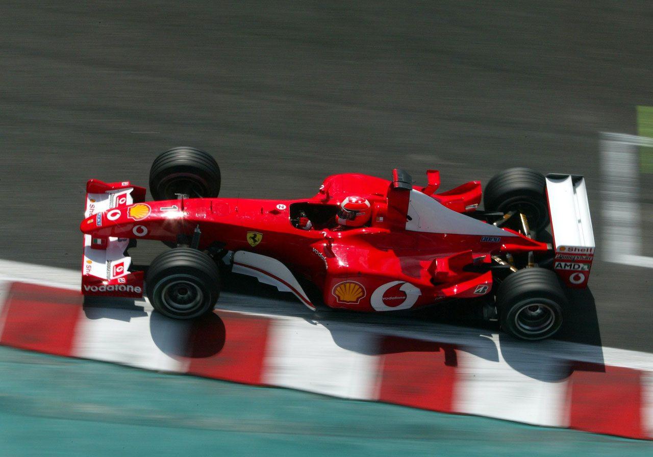 2002年F1フランスGPでタイトルを獲得したミハエル・シューマッハー(フェラーリF2002)