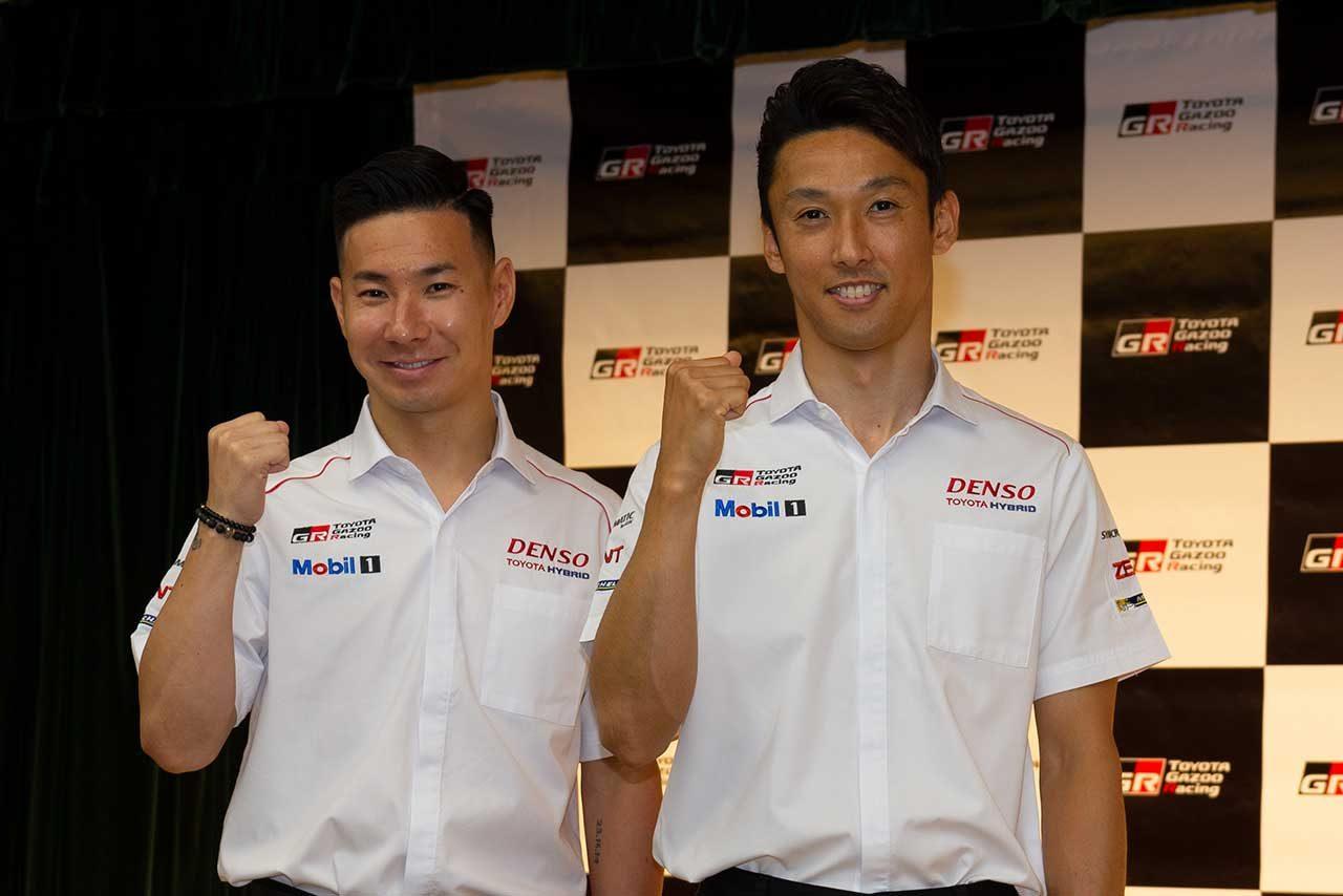 報告会に登場した中嶋一貴(右)と小林可夢偉(左)