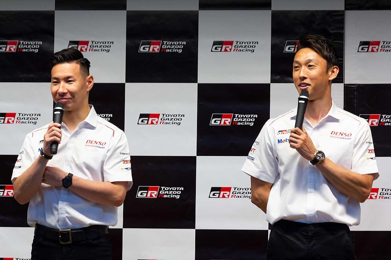 WEC報告会に登場した中嶋一貴(右)と小林可夢偉(左)