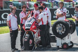 MotoGP | ムジェロのグリッドに並ぶ名越哲平