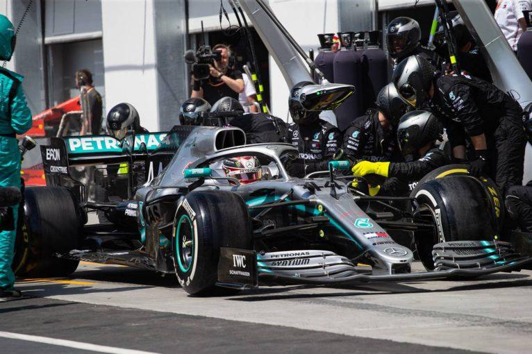 F1   トラブル多発のメルセデスF1「解決の機会があるうちに、問題が露呈してよかった」フランスでは接戦を予想
