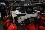 ガレージでミッションからのオイル漏れの修復を行うTOYOTA GAZOO Racingのスタッフ