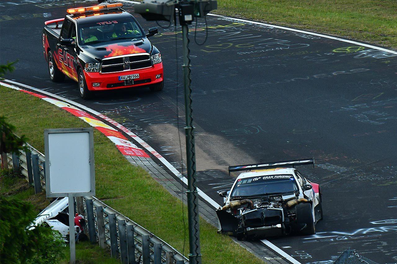 ニュルブルクリンク24時間:スタートから12時間経過。王者マンタイの911号車ポルシェがリード