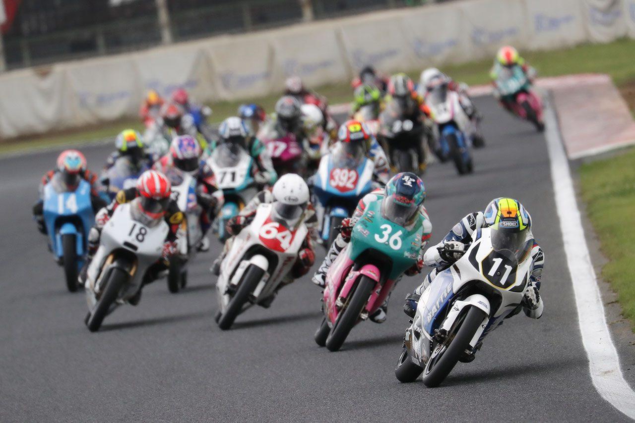J-GP3クラスのレース2スタートシーン