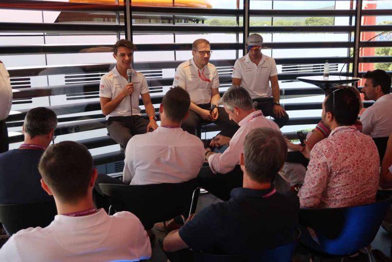 Blog | 【ブログ】好調マクラーレンの会見は大盛況。一方のガスリーは重苦しい雰囲気……/F1第8戦フランスGP現地情報2