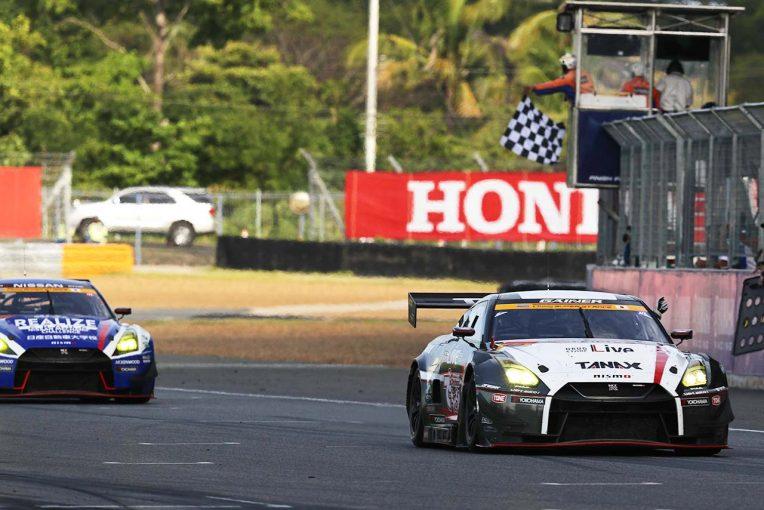 スーパーGT | スーパーGT第4戦タイ:GT300は2台のGT-Rが激闘。最終周にKONDO Racing交わした10号車GAINERが勝利