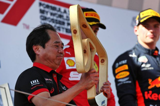2019年F1第9戦オーストリアGP 表彰台に登るホンダ田辺豊治F1テクニカルディレクター