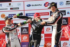 スーパーGT | 灼熱のなかの大混戦。GT300上位陣それぞれのレース終盤の展開の舞台裏《第4戦タイGT300決勝あと読み》