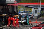 2019年F1第9戦オーストリアGP決勝 フロントウイングを交換するルイス・ハミルトン(メルセデス)