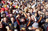 2019年F1第9戦オーストリアGP マックス・フェルスタッペン優勝で歓喜に沸くレッドブル・ホンダのスタッフたち