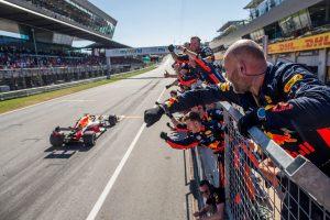 F1 | レッドブル代表「F1の醍醐味というべきバトルだった。マックスの勝利を認める裁定は正しい」:オーストリアGP日曜