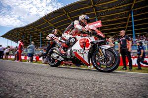MotoGP | 中上、MotoGPオランダGPでロッシと接触し激しく転倒も骨折なし。「何が起こったのかよく覚えていない」