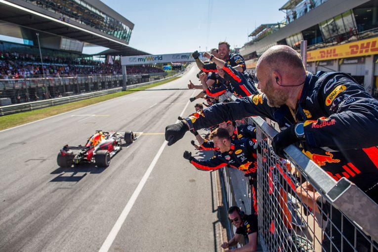 F1   ホンダF1に勝利をもたらしたフェルスタッペン、スタートの失敗を挽回する圧巻の走り【今宮純のF1オーストリアGP分析】