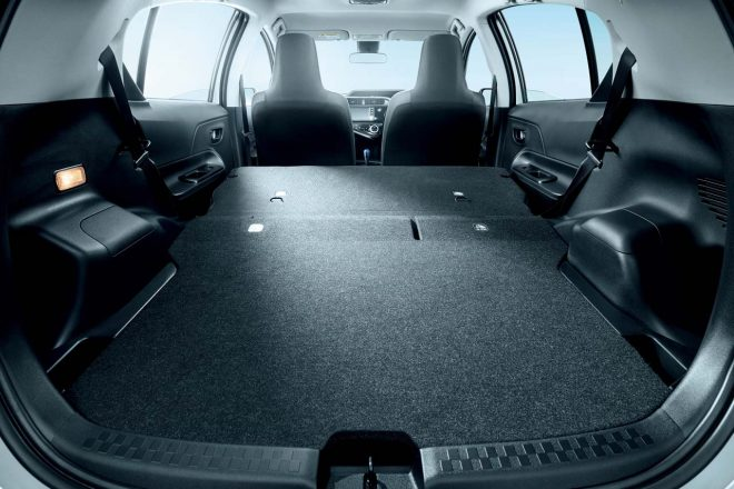 """特別仕様車 S """"Business Package""""は荷物の積載に優れたフルフラットデッキボードを採用"""