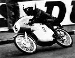 MotoGP | 1963年のマン島TTレース50ccクラスにスズキRM63で参戦し優勝した伊藤光夫さん