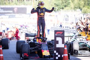 F1 | ホンダ、13年ぶりF1勝利を記念し、2019年カラーのレッドブルF1マシンを展示