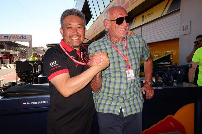 2019年F1第9戦オーストリアGP ホンダF1山本雅史マネージングディレクター(左)、ディートリッヒ・マテシッツ(レッドブル創業者)