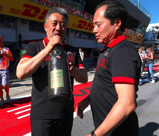 2019年F1第9戦オーストリアGP ホンダF1山本雅史マネージングディレクター(左)、田辺豊治テクニカルディレクター(右)