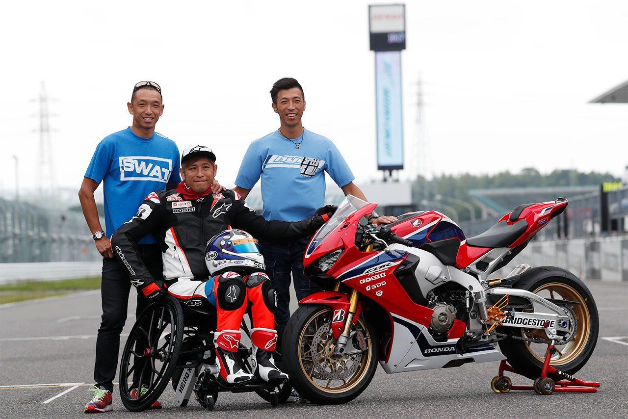 青木拓磨は公式合同テスト中に特別仕様のホンダCBR1000RRで鈴鹿サーキットを走行した。
