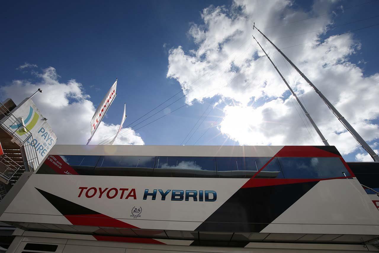 サルト・サーキットに持ち込まれたTOYOTA GAZOO Racingのトランスポーター