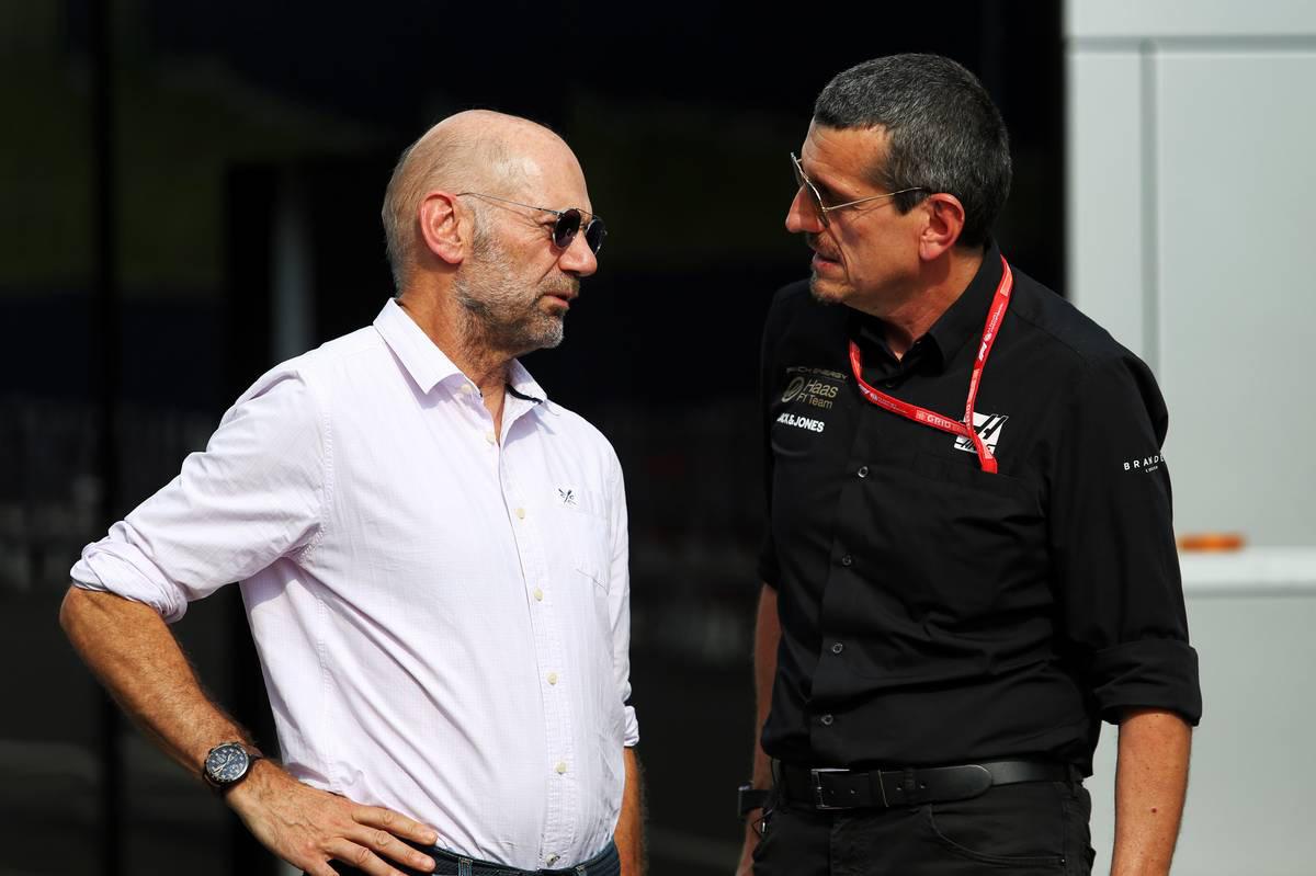 2019年F1第9戦オーストリアGP エイドリアン・ニューウェイ(レッドブルF1のテクニカルディレクター/左)、ギュンター・シュタイナー代表(ハースF1チーム代表/右)