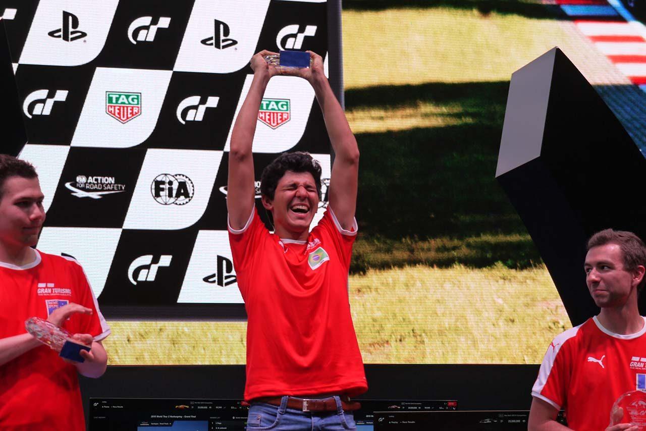 2018年のFIAグランツーリスモ・チャンピオンシップ王者イゴール・フラガ