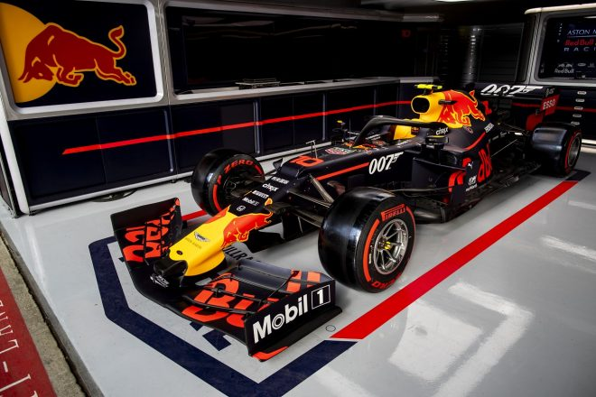 2019年F1第10戦イギリスGP木曜 007のスペシャルカラーリングが施されたレッドブルRB15