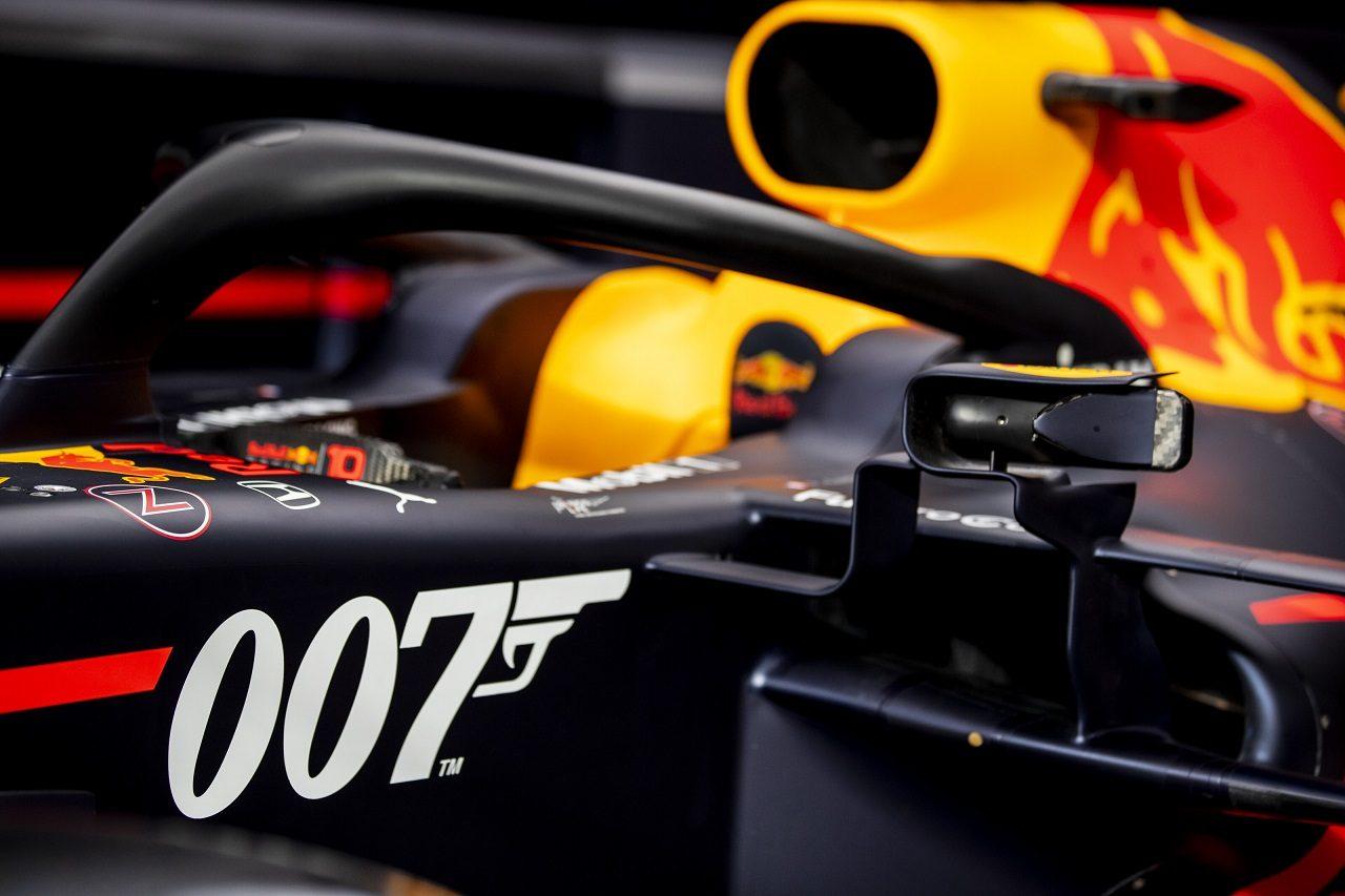 2019年F1第10戦イギリスGP 「007」スペシャルカラーのレッドブルRB15