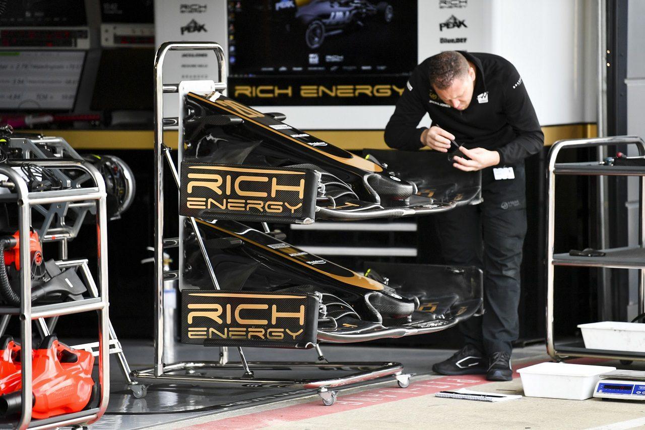 2019年F1第10戦イギリスGP木曜 VF-19の準備を進めるハースF1チーム