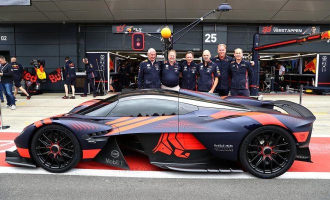 エイドリアン・ニューウェイがプロジェクトに関わった新型ハイパーカーのアストンマーティン・ヴァルキリーがシルバーストンを走行