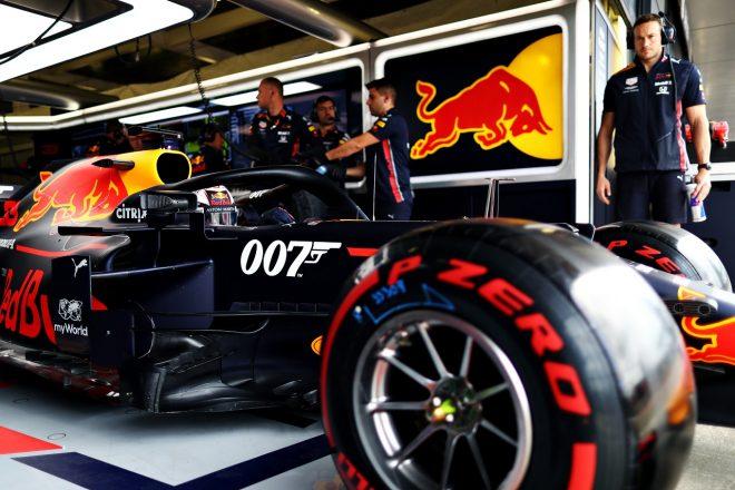 2019年F1第10戦イギリスGP土曜 「007」のスペシャルカラーリングが施されたレッドブルRB15・ホンダに乗るマックス・フェルスタッペン