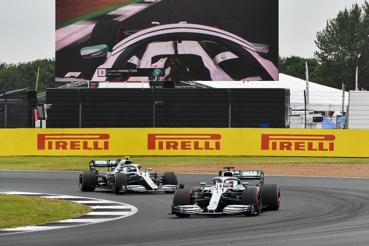 2019年F1第10戦イギリスGP土曜 ルイス・ハミルトンとバルテリ・ボッタス(メルセデス)