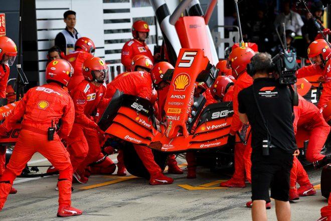 2019年F1第10戦イギリスGP決勝 セバスチャン・ベッテルが緊急ピットインしフロントウイングを交換