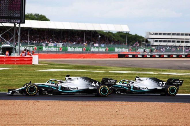 2019年F1第10戦イギリスGP ルイス・ハミルトンとバルテリ・ボッタスのバトル