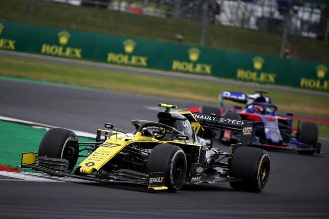 2019年F1第10戦イギリスGP ニコ・ヒュルケンベルグ(ルノー)とダニール・クビアト(トロロッソ・ホンダ)