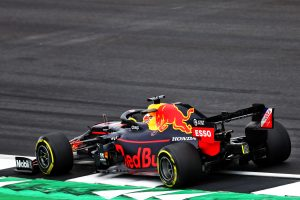 F1   レッドブルF1、イギリスGP決勝直前の混乱はリアウイングのひび割れが原因と説明