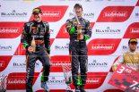 レース1でプロ・アマクラス優勝を飾った濱口弘(右)、フィル・キーン組