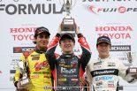 全日本F3選手権第11戦の表彰台。この後抗議が寄せられた。