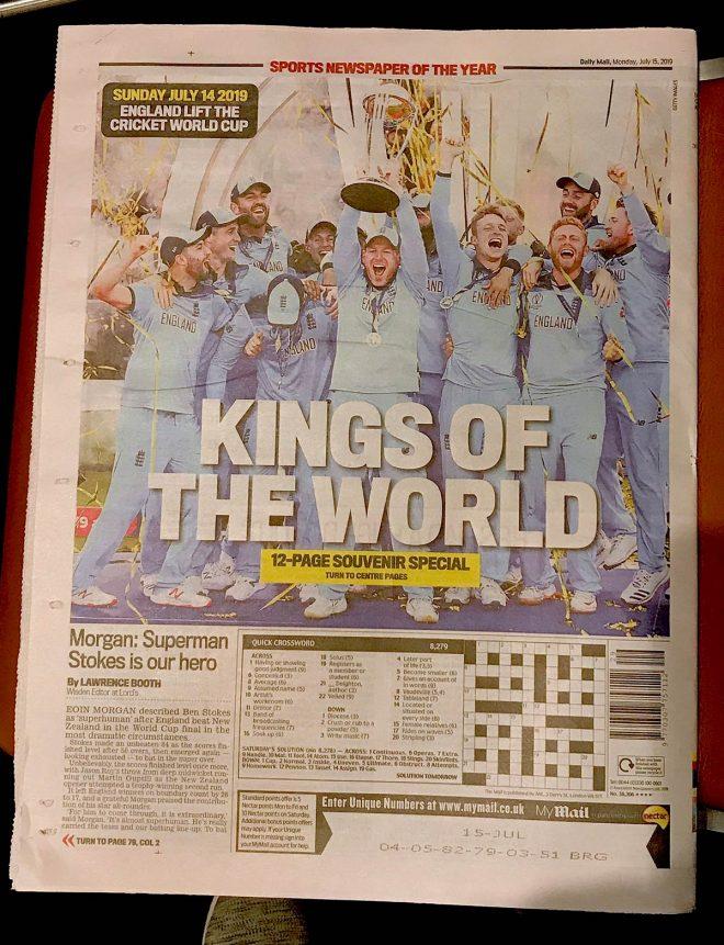 翌日の新聞はクリケットの話題が一面に