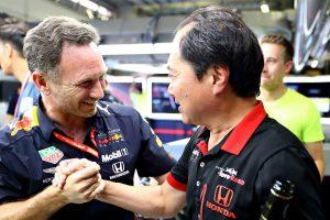 F1 | クリスチャン・ホーナー(左)と田辺豊治F1テクニカルディレクター(右)