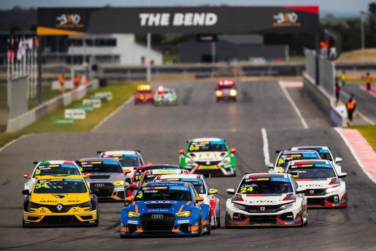 海外レース他 | TCRオーストラリア第3戦:クラッシュ多発の週末で、豪州SCスターのアウディが初勝利