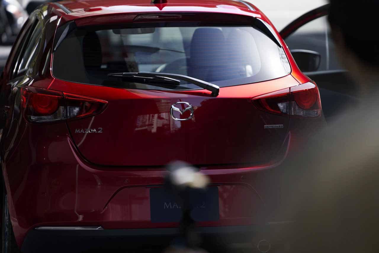 マツダ、デミオを車名変更し『MAZDA2』に、新たなデザインと技術を取り入れ予約受注を開始