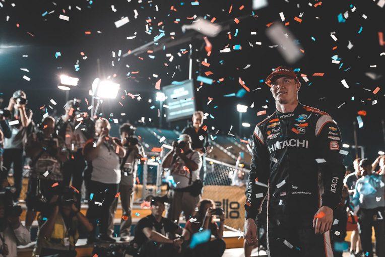 海外レース他 | インディカー第12戦詳報:4時間ディレイのミッドナイトレースをニューガーデンが制す。琢磨はまたも不運に泣く