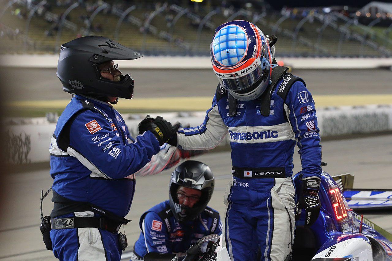 4時間遅れのレースで奮闘した佐藤琢磨。不運の追突に「最後の展開か楽しみだったのに残念」
