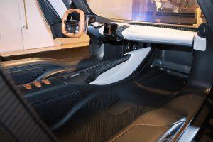 クルマ | アストンマーティン第3のハイパーカー、『ヴァルハラ』が日本初公開