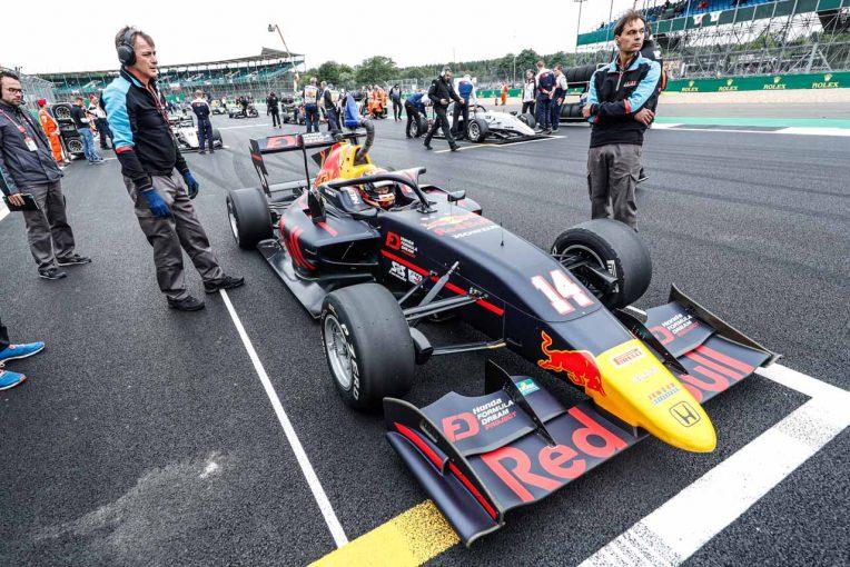 海外レース他 | 予選でのミスを悔やむ角田。「後方グリッドからのスタートでは、さすがに限界がありました」/FIA-F3イギリス