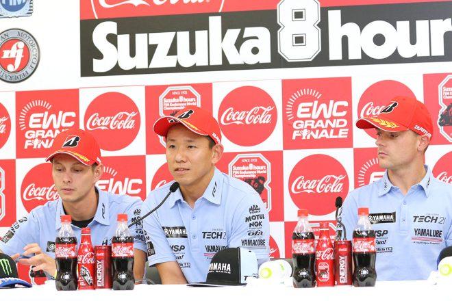 YAMAHA FACTORY RACING TEAMのマイケル・ファン・デル・マーク(左)、中須賀克行(中)、アレックス・ロウズ(右)